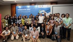 Youth Newsroom World Press Freedom Day 2017 dengan Allan Nairn, jurnalis investigasi asal Amerika Serikat