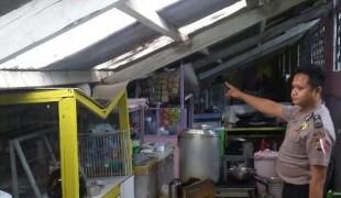 atap kantin ambruk