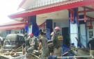 Satpol PP Bantu Korban Bencana di Sulteng