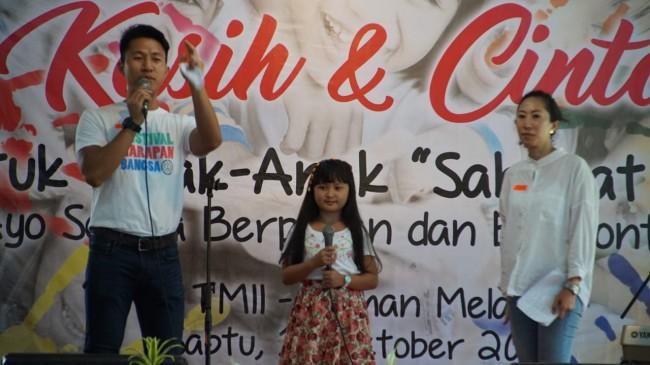 Penyanyi Cilik Astrella Hibur Pengidap Odha Di Tmii Serpong Update