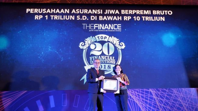 Foto - Sequis Life Raih Penghargaan Top 20 Financial Institutions 2018 (1)