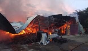 gudang terbakar