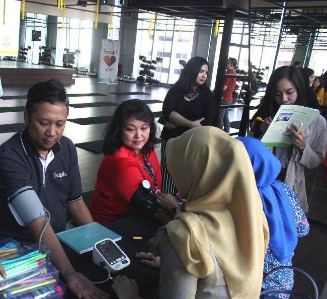 Seminar Kesehatan - Cek Tensi Darah untuk karyawan Sequis dari RS Hermina Daan Mogot_re